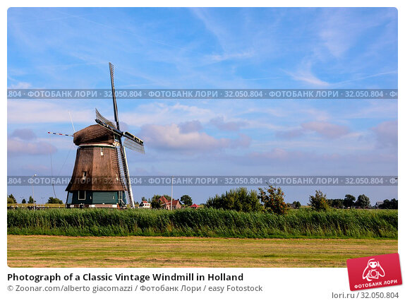 Photograph of a Classic Vintage Windmill in Holland. Стоковое фото, фотограф Zoonar.com/alberto giacomazzi / easy Fotostock / Фотобанк Лори