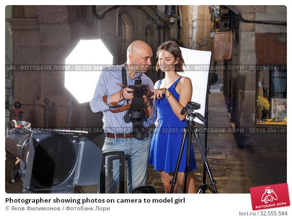 Купить «Photographer showing photos on camera to model girl», фото № 32555584, снято 5 октября 2018 г. (c) Яков Филимонов / Фотобанк Лори