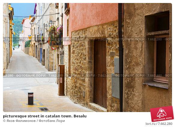 Купить «picturesque street in catalan town. Besalu», фото № 7662280, снято 17 июля 2019 г. (c) Яков Филимонов / Фотобанк Лори