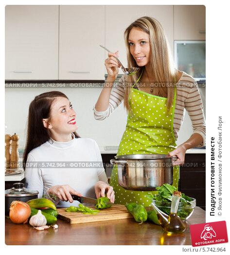 С подругой на кухне 19 фотография