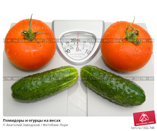Помидоры и огурцы на весах, фото № 332748, снято 23 мая 2007 г. (c) Анатолий Заводсков / Фотобанк Лори