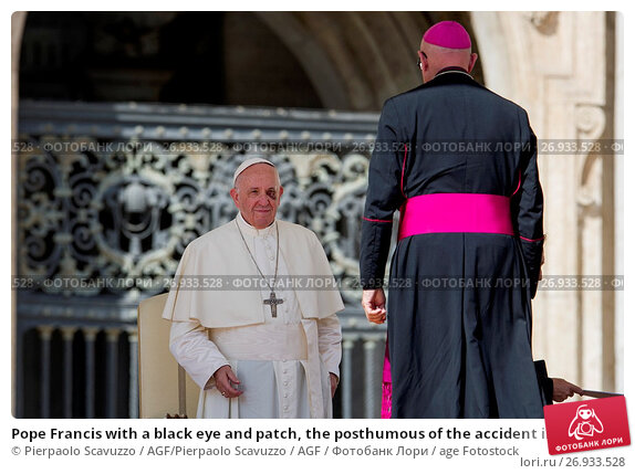 Купить «Pope Francis with a black eye and patch, the posthumous of the accident in Colombia General Audience in St. Peter Square, Vatican City. Vatican 13/09/2017.», фото № 26933528, снято 13 сентября 2017 г. (c) age Fotostock / Фотобанк Лори