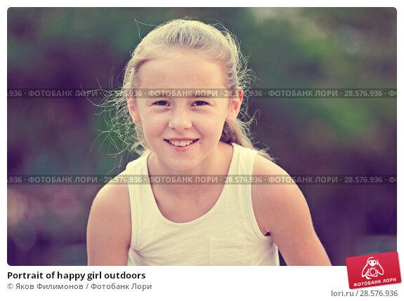 Купить «Portrait of happy girl outdoors», фото № 28576936, снято 20 июля 2017 г. (c) Яков Филимонов / Фотобанк Лори