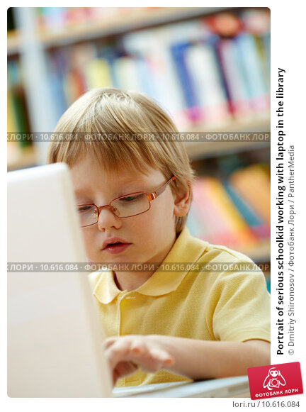 Portrait of serious schoolkid working with laptop in the library. Стоковое фото, фотограф Dmitriy Shironosov / PantherMedia / Фотобанк Лори