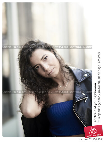 Portrait of young woman. Стоковое фото, фотограф Benjamin Egerland / age Fotostock / Фотобанк Лори
