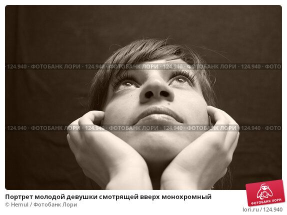 Купить «Портрет молодой девушки смотрящей вверх монохромный», фото № 124940, снято 14 мая 2007 г. (c) Hemul / Фотобанк Лори