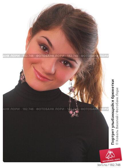 Портрет улыбающейся брюнетки, фото № 182748, снято 2 ноября 2006 г. (c) Коваль Василий / Фотобанк Лори