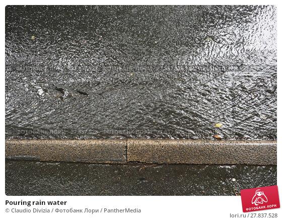 Купить «Pouring rain water», фото № 27837528, снято 21 октября 2018 г. (c) PantherMedia / Фотобанк Лори