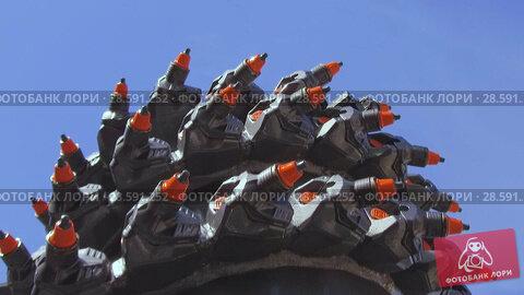 Купить «Powerful drilling tool. Screw drill, equipped with carbide-tipped elements and teeth.», видеоролик № 28591252, снято 6 июня 2018 г. (c) Андрей Радченко / Фотобанк Лори