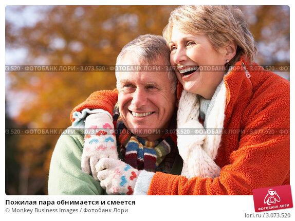 Пожилая пара обнимается и смеется, фото № 3073520, снято 12 ноября 2008 г. (c) Monkey Business Images / Фотобанк Лори