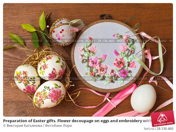 Купить «Preparation of Easter gifts. Flower decoupage on eggs and embroidery with satin ribbons», фото № 28130460, снято 28 февраля 2018 г. (c) Виктория Катьянова / Фотобанк Лори