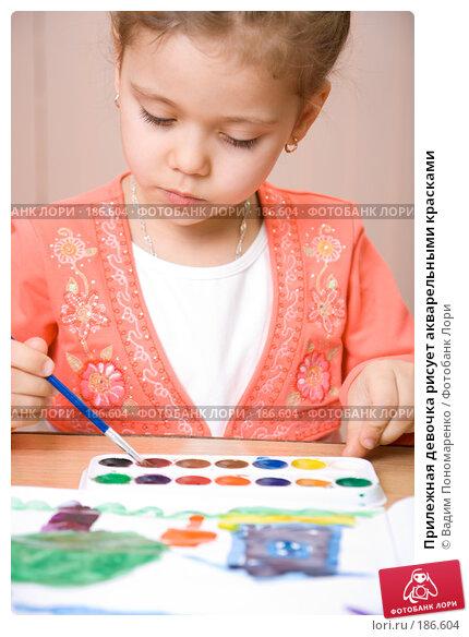 Прилежная девочка рисует акварельными красками, фото № 186604, снято 19 января 2008 г. (c) Вадим Пономаренко / Фотобанк Лори