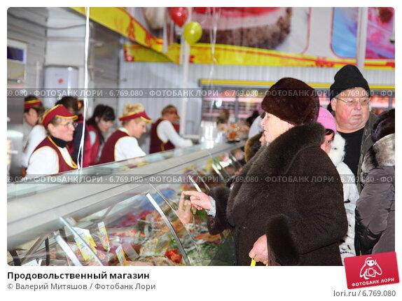 Купить «Продовольственный магазин», фото № 6769080, снято 7 декабря 2014 г. (c) Валерий Митяшов / Фотобанк Лори