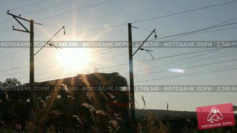 Проезжающий поезд на фоне заката. Стоковое видео, видеограф Михаил Коханчиков / Фотобанк Лори