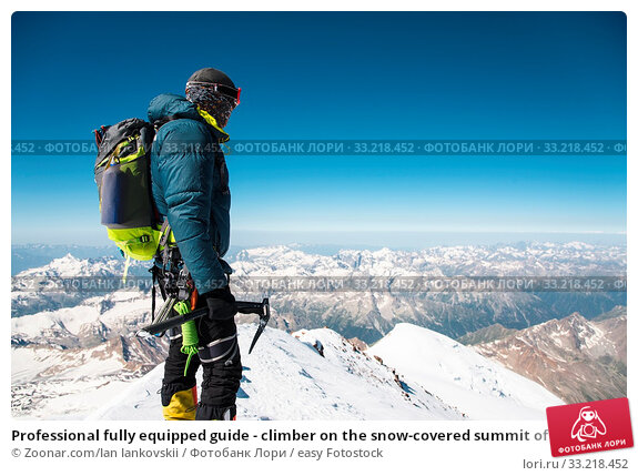 Professional fully equipped guide - climber on the snow-covered summit of the sleeping Elbrus volcano. Стоковое фото, фотограф Zoonar.com/Ian Iankovskii / easy Fotostock / Фотобанк Лори