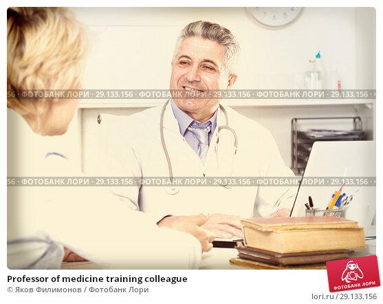 Купить «Professor of medicine training colleague», фото № 29133156, снято 17 июня 2019 г. (c) Яков Филимонов / Фотобанк Лори