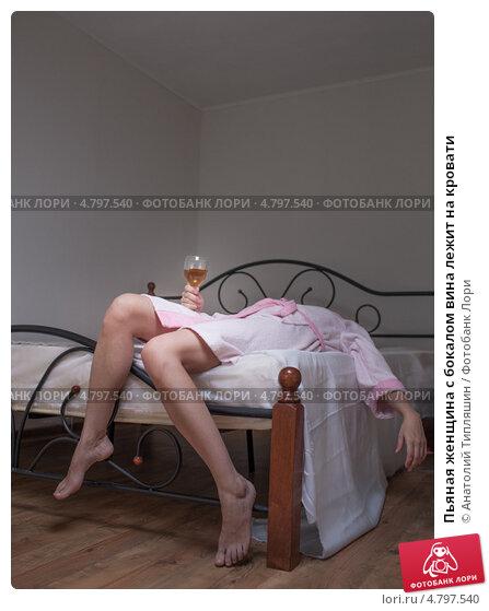 голые тетки лежа фото