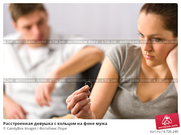 Купить «Расстроенная девушка с кольцом на фоне мужа», фото № 4726240, снято 6 апреля 2013 г. (c) CandyBox Images / Фотобанк Лори