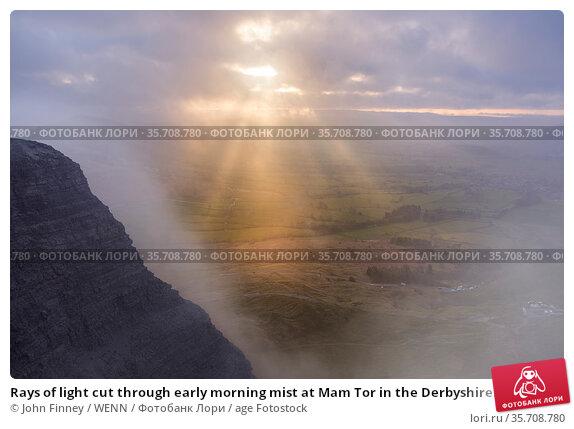 Rays of light cut through early morning mist at Mam Tor in the Derbyshire... Редакционное фото, фотограф John Finney / WENN / age Fotostock / Фотобанк Лори