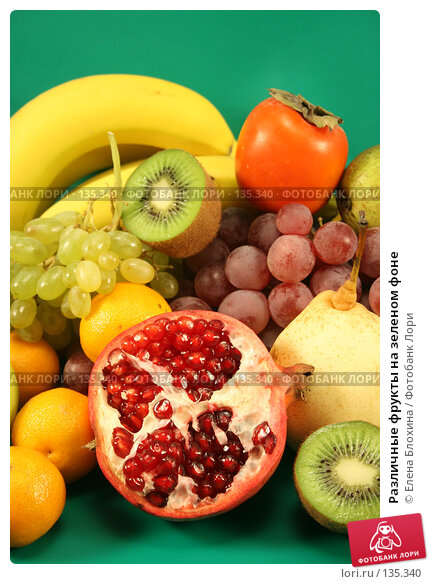 Купить «Различные фрукты на зеленом фоне», фото № 135340, снято 1 декабря 2007 г. (c) Елена Блохина / Фотобанк Лори