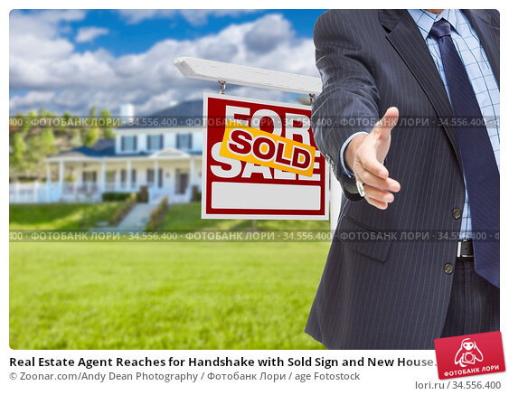 Real Estate Agent Reaches for Handshake with Sold Sign and New House... Стоковое фото, фотограф Zoonar.com/Andy Dean Photography / age Fotostock / Фотобанк Лори