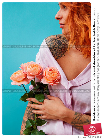 Купить «Red-haired woman with hands and shoulder of tattoo holds flower roses bouquet for congratulation on a blue background. Concept of Mother's or Woman's Day. Place for text.», фото № 34133888, снято 3 июля 2020 г. (c) easy Fotostock / Фотобанк Лори