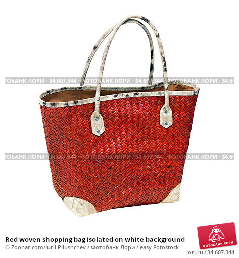 Red woven shopping bag isolated on white background. Стоковое фото, фотограф Zoonar.com/Iurii Pliushchev / easy Fotostock / Фотобанк Лори