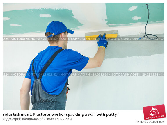Купить «refurbishment. Plasterer worker spackling a wall with putty», фото № 29021824, снято 25 мая 2018 г. (c) Дмитрий Калиновский / Фотобанк Лори