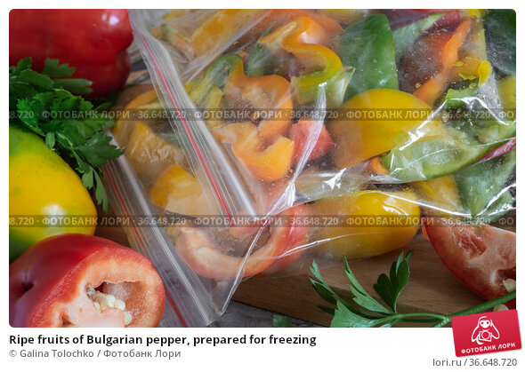 Ripe fruits of Bulgarian pepper, prepared for freezing. Стоковое фото, фотограф Galina Tolochko / Фотобанк Лори