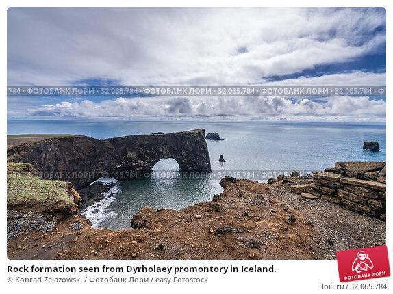 Rock formation seen from Dyrholaey promontory in Iceland. Стоковое фото, фотограф Konrad Zelazowski / easy Fotostock / Фотобанк Лори