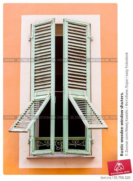 Rustic wooden window shuters. Стоковое фото, фотограф Zoonar.com/Matej Kastelic / easy Fotostock / Фотобанк Лори