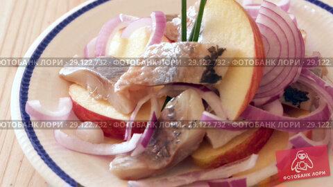Купить «Salad Herring with apples - traditional dish of Norwegian cuisine», видеоролик № 29122732, снято 27 августа 2018 г. (c) Яков Филимонов / Фотобанк Лори
