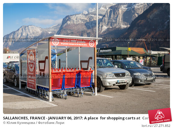 Купить «SALLANCHES, FRANCE - JANUARY 06, 2017: A place  for shopping carts at  Carrefour supermarket in France», фото № 27271852, снято 6 января 2017 г. (c) Юлия Кузнецова / Фотобанк Лори