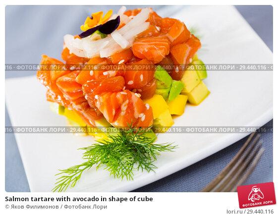 Купить «Salmon tartare with avocado in shape of cube», фото № 29440116, снято 16 февраля 2019 г. (c) Яков Филимонов / Фотобанк Лори