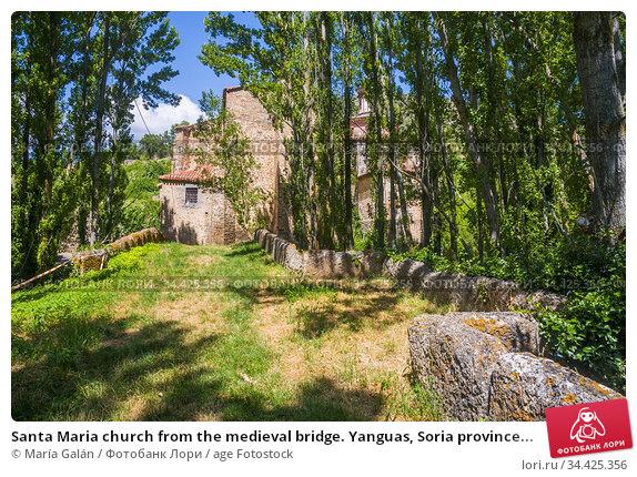 Santa Maria church from the medieval bridge. Yanguas, Soria province... Стоковое фото, фотограф María Galán / age Fotostock / Фотобанк Лори