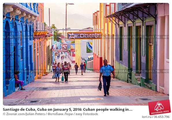 Santiago de Cuba, Cuba on January 5, 2016: Cuban people walking in... Стоковое фото, фотограф Zoonar.com/Julian Peters / easy Fotostock / Фотобанк Лори