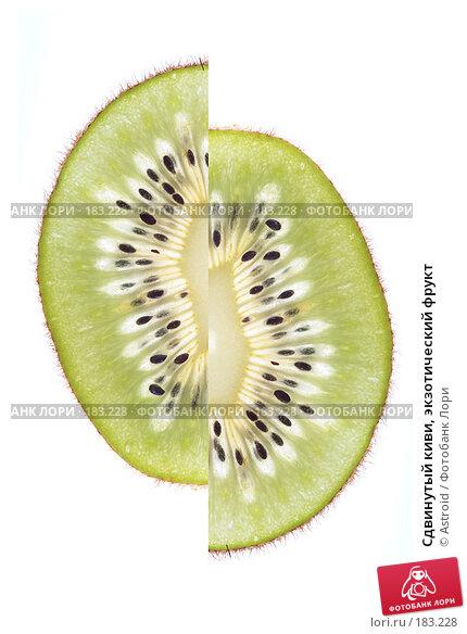 Сдвинутый киви, экзотический фрукт, фото № 183228, снято 12 января 2008 г. (c) Astroid / Фотобанк Лори