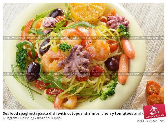 Купить «Seafood spaghetti pasta dish with octopus, shrimps, cherry tomatoes and olives», фото № 28500708, снято 18 апреля 2019 г. (c) Ingram Publishing / Фотобанк Лори