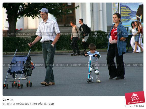 Семья, эксклюзивное фото № 32044, снято 4 августа 2005 г. (c) Ирина Мойсеева / Фотобанк Лори