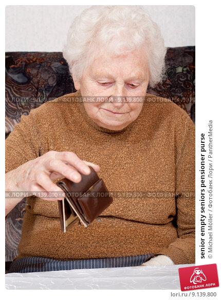 Купить «senior empty seniors pensioner purse», фото № 9139800, снято 15 марта 2019 г. (c) PantherMedia / Фотобанк Лори