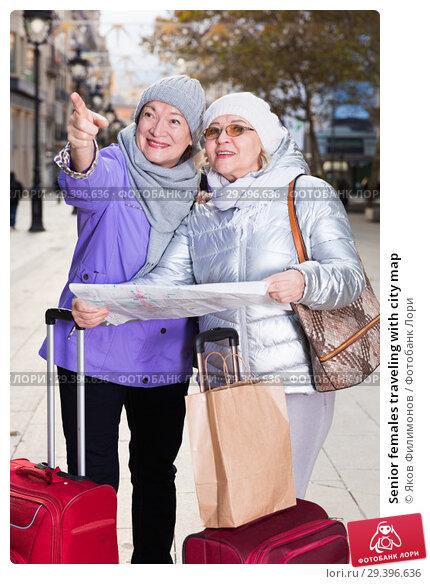 Купить «Senior females traveling with city map», фото № 29396636, снято 26 ноября 2017 г. (c) Яков Филимонов / Фотобанк Лори