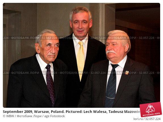 September 2009, Warsaw, Poland. Pictured: Lech Walesa, Tadeusz Mazowiecki, Waldemar Dabrowski. Редакционное фото, фотограф WBW / age Fotostock / Фотобанк Лори