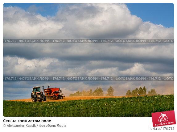 Сев на глинистом поле, фото № 176712, снято 26 апреля 2017 г. (c) Aleksander Kaasik / Фотобанк Лори