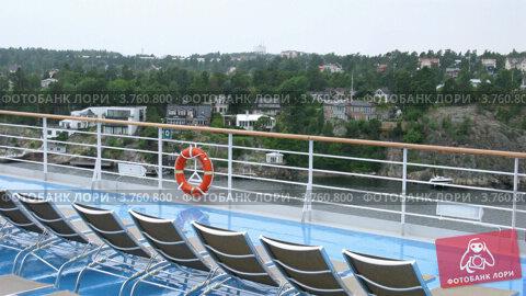 Купить «Шезлонги на верхней палубе корабля, таймлапс», видеоролик № 3760800, снято 17 августа 2011 г. (c) Losevsky Pavel / Фотобанк Лори