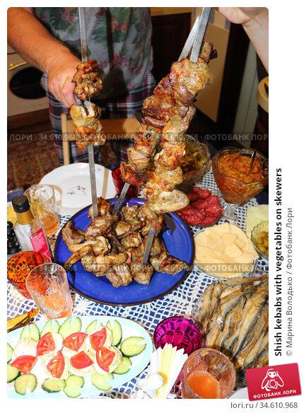 Shish kebabs with vegetables on skewers. Стоковое фото, фотограф Марина Володько / Фотобанк Лори