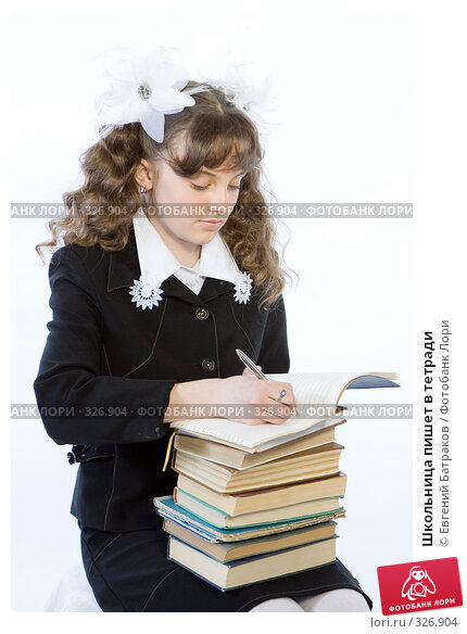 Школьница пишет в тетради, фото № 326904, снято 23 марта 2008 г. (c) Евгений Батраков / Фотобанк Лори