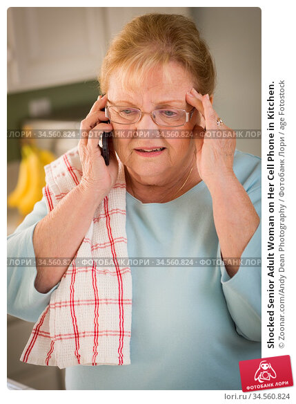 Shocked Senior Adult Woman on Her Cell Phone in Kitchen. Стоковое фото, фотограф Zoonar.com/Andy Dean Photography / age Fotostock / Фотобанк Лори