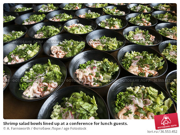 Shrimp salad bowls lined up at a conference for lunch guests. Стоковое фото, фотограф A. Farnsworth / age Fotostock / Фотобанк Лори