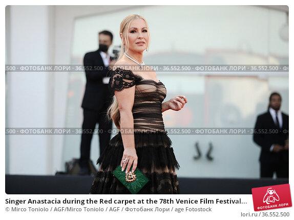 Singer Anastacia during the Red carpet at the 78th Venice Film Festival... Редакционное фото, фотограф Mirco Toniolo / AGF/Mirco Toniolo / AGF / age Fotostock / Фотобанк Лори