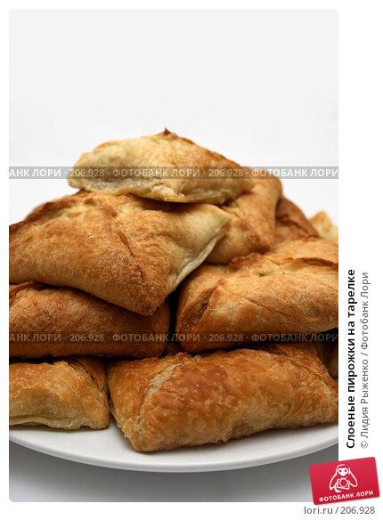 Слоеные пирожки на тарелке, фото № 206928, снято 16 февраля 2008 г. (c) Лидия Рыженко / Фотобанк Лори